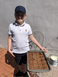 students raising money for charity